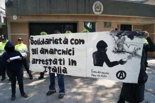 [FOTOS] Texto leído frente a la embajada Italiana en solidaridad con lxs anarquistas presxs (Mexico)
